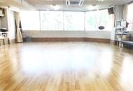 名古屋/ 東京ソシアルダンスアカデミー| 初めてダンスをされる方から 若い方、ご年配の方、競技選手など幅広い方々に 丁寧なレッスンを行っています。 スタジオ写真